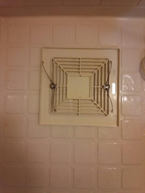 千葉県千葉市で浴室換気扇クリーニング