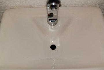 大阪府高槻市昭和台町の戸建住宅で洗面台クリーニング